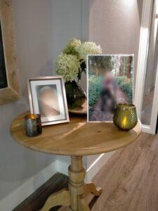 Een gedenktafel in een huis van Dagelijks Leven voor mensen met dementie.